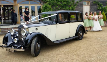 rolls-royce-1937-Albert-with-bride-and-bridesmaids