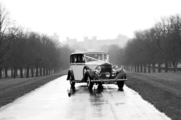 rolls-royce-1939-wraith-victoria-on-driveway